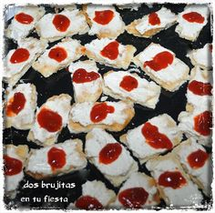 Tiritas. Fiesta halloween. Candy Bar. Mesa dulce. Tortas de anís, crema de queso y nueces con toque de mermelada de reducción de pimientos