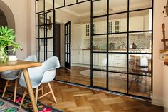 "Home tour: vintage com ""q"" eslavo Beautiful Home Designs, Beautiful Interiors, Home Interior, Interior Design Living Room, Glass Room Divider, Cosy Room, Small Apartment Decorating, Modern Room, Diy Bedroom Decor"