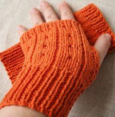 love these fingerless knit gloves