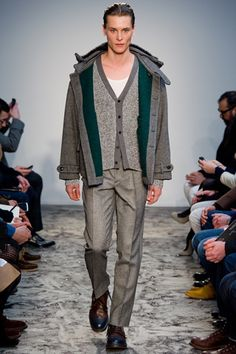 Pringle of Scotland Fall-Winter Menswear Ready to Wear 2018 Mens Grey Cardigan, Men Sweater, Patent Leather Pants, Pringle Of Scotland, Fashion Seasons, Wool Coat, Autumn Winter Fashion, Knitwear, Ready To Wear