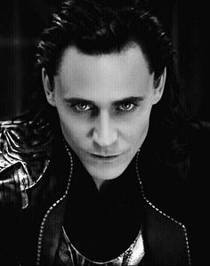 Tom Hiddleston as Loki: malevolent in his beauty, transcendent in his sorrow. His performances are a Shakespearean work of art. Loki Thor, Loki Laufeyson, Tom Hiddleston Loki, Thomas William Hiddleston, Loki God Of Mischief, Marvel 3, Marvel Actors, Marvel Comics, Zachary Levi