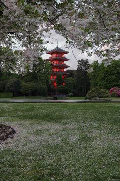 Bruxelles. The Garden of Laeken Palace / http://briuseliokopustai.blogspot.be