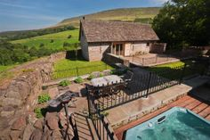 Knightsfield - Large Self Catering family Holiday Home in Wales, self catering character farmhouse with hot tub near Hay on Wye, Brecon Beacons, Wales, UK. Sleeps 10
