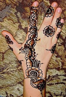 Lovely creative Mehandi Designs..