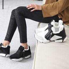 Made In Korea Women's Black & White Zip Flat Walking Shoes Fur Lining Sneakers #DreamTree #WalkingHikingTrail