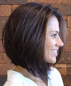 Abgewinkelter abgehackter Bob für starkes Haar , Angled Choppy Bob For Thick Hair , Hair/Nails/Make-up Source by Inverted Bob Hairstyles, Short Hairstyles For Thick Hair, Medium Bob Hairstyles, Haircut For Thick Hair, Short Hair Cuts, Simple Hairstyles, Straight Haircuts, Layered Haircuts, Thick Haircuts