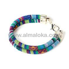 PULSERA TRIBAL  Pulsera unisex con cordón étnico doble en tonos azules. http://www.almaloka.com/producto/pulsera-tribal/