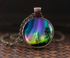 Informations About Northern lights pendant, northern light Jewelry, light neckla. Aurora Borealis, Magical Jewelry, Unique Jewelry, Resin Jewelry, Etsy Jewelry, Resin Art, Pendant Lighting, Northern Lights, Jewelery