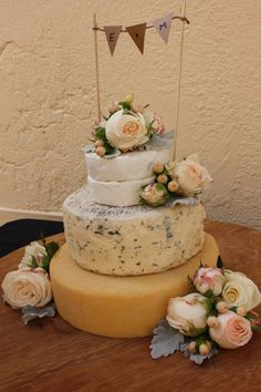 A pretty wedding cake designed by Barossa Valley Cheese Company in Angaston, Barossa Valley in South Australia. Floristry by Miss Maggies Flowers.