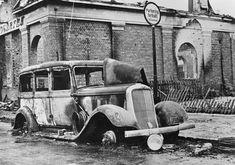 Utbrent drosjebil. Storgata. Leiret, Elverum. 1940. Russian Revolution, Oslo, World War Two, Ww2, Skeleton, Norway, Abandoned, Spanish, German