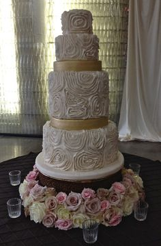 6-tier vintage style ivory & gold wedding cake
