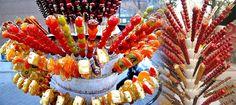 El tanghulu (o bīng tánghúlu) es una golosina del norte de China que consiste en un pinchito de fruta caramelizada. Los tanghulus son un dulce tradicional y popular consumido en invierno en la parte septentrional, especialmente en Pekín, Tianjin y ciudades de China del Noroeste. Están hechos de trozos de fruta confitada atravesados por un pincho de bambú de unos 20 cm de largo.