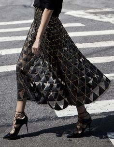 Valentino skirt | STYLEHEROINE Valentino skirt/Valentino bag/Jimmy Choo shoes/Uniqlo knit
