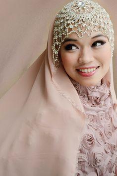 http://ababaytade.com muslim magazine Peaches & Crystals ❤ hijab style