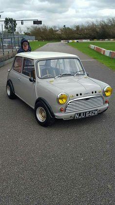 Mini Mini Cooper Classic, Classic Mini, Classic Cars, Mini Morris, Ultimate Garage, Mode Of Transport, Mini S, Retro Cars, Custom Cars