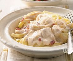 Nothing says lovin' like a sumptuous plate of pasta smothered in this tomatoey, bacony cheese based sauce! Cream Cheese Chicken, Chicken Bacon, How To Cook Chicken, Chicken Recipes, Tastefully Simple Recipes, Smoked Bacon, Chicken Alfredo, Easy Meals, Simple Meals