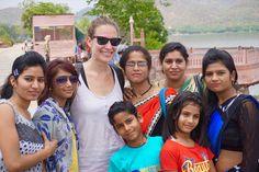 Marta rodeada por fans en Jaipur