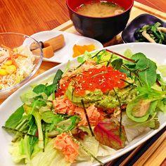 鮭とイクラとアボカドのお肌美人丼(๑´ڡ`๑)ジャンゴ最高だったなー♫映画終わってからのご飯うまー(^з^)この店いい感じ♫