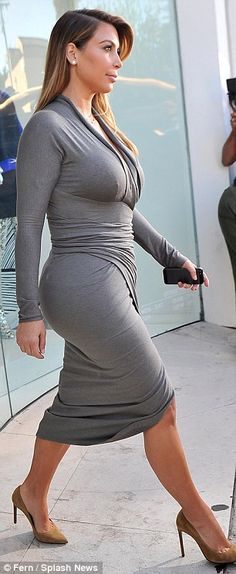 Baby got back! The new mom looked fantastic in her plunging wrap frock, which showed plenty of cleavage and legs for days, while it flattere...