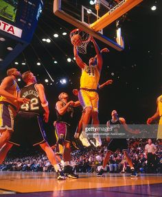 Elden Campbell #41 of the Los Angeles Lakers dunks the ball against the Sacramento Kings on March 25, 1998 at Staples Center in Los Angeles, CA.