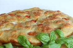 Focaccia profumata al basilico Bun In The Oven, Spanakopita, Bread Recipes, Quiche, Pizza, Yummy Food, Stuffed Bread, Breakfast, Simile
