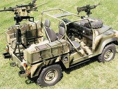 Defender 90 - You could never do this with you wimpy jeep Army Vehicles, Armored Vehicles, Land Rover Defender, Defender 90, Tata Motors, British Armed Forces, Jaguar Land Rover, Jeep Models, British Army
