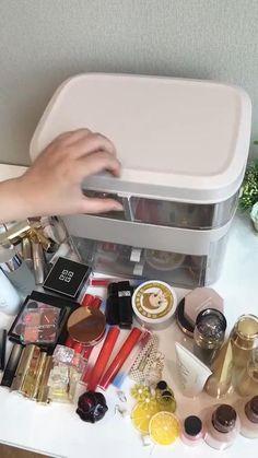 Makeup Storage Holder, Diy Makeup Organizer, Makeup Storage Organization, Make Up Organiser, Makeup Storage In Drawers, Make Up Organization Ideas, Make Up Storage, Cosmetic Storage, Cosmetic Case
