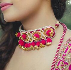 Brides are ditching the conventional floral jewellery choice for their mehndi and going gaga over this new in-house gota jewellery trend. Check out the best gota jewellery sets we spotted on brides. India Jewelry, Pearl Jewelry, Wedding Jewelry, Jewelery, Flower Jewelry, Silver Jewelry, Mehendi, Gota Patti Jewellery, Fabric Jewelry