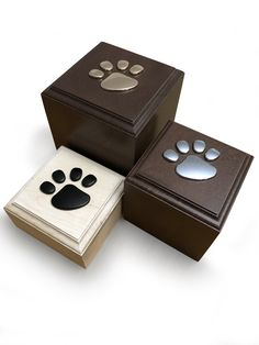 beautiful handmade with hardwood memorial cremation urn for your beloved pet decorated with metal paw print. Personalised Memory Box, Pet Cremation Urns, Pet Urns, Pet Memorials, Kitty Cats, Wooden Boxes, Fur Babies, Hardwood, Decorative Boxes
