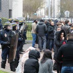 """In Frankreich gibt es heute weitere Kundgebungen in Paris, Dijon, Rennes, Poitiers und Nizza. Seit dem """"Fall Theo"""" vervielfachten sich die Vorfälle von Gewalt, Vandalismus und die Auseinandersetzungen mit der Polizei. Ein Blick in den französischen """"Figaro""""."""