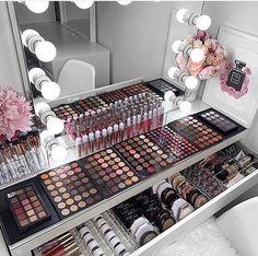 How to Organize & Display Makeup in Cool Ways, makeup organization,makeup vanity,makeup storage organization small spaces Makeup Beauty Room, Makeup Desk, Diy Makeup Vanity, Makeup Room Decor, Diy Beauty Room, Makeup Glowy, Makeup Vanities, Hair Beauty, Makeup Salon