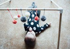 DIY bébé : 10 tapis d'éveil à faire soi-même - 10 DIY baby gym / Marie Claire Idées