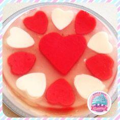 Gelatina de San Valentin!! Combinando corazones rojos y blacos el detalle perfecto.