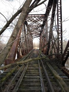 Ironton Railroad bridge across former Lehigh Valley Railroad bed, Coplay Abandoned Train, Abandoned Cars, Abandoned Places, Railroad Bridge, Railroad Tracks, Old Bridges, Urban Nature, Old Trains, Lehigh Valley