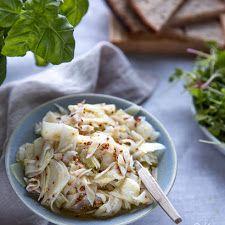 Ylistys keväälle - varhaiskaalisalaatti | Kokit ja Potit -ruokablogi Cabbage, Vegetables, Food, Vegetable Recipes, Eten, Veggie Food, Cabbages, Meals, Collard Greens