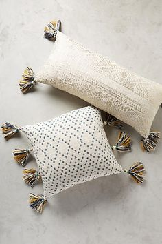 Simple Tricks Can Change Your Life: White Decorative Pillows Dorm Room decorative pillows couch no sew.Decorative Pillows Purple Products decorative pillows on sofa pottery barn.Decorative Pillows On Sofa Pottery Barn. Cute Pillows, Diy Pillows, Palet Exterior, White Decorative Pillows, Pillow Room, My New Room, Soft Furnishings, Home Decor Inspiration, Boho Decor