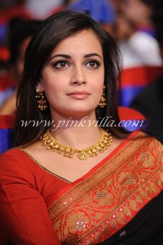 Dia Mirza with Latest Wedding Jewellery - Page 9 of 11 - Centrefashion's Fashion Jewellery, Designer Sarees & Designer Blouses for Women Beautiful Bollywood Actress, Beautiful Indian Actress, Beautiful Actresses, Dia Mirza, Maharashtrian Jewellery, Film Awards, Indian Celebrities, Bollywood Celebrities, Beautiful Saree