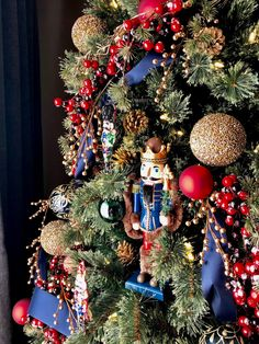 Diy christmas tree 374150681544982075 - Classic Nutcracker Christmas Tree Decor Ideas Source by Blue Christmas Decor, Gold Christmas Decorations, Christmas Tree Themes, Noel Christmas, Xmas Tree, Christmas Wreaths, Christmas Crafts, Christmas Ornaments, Gingerbread Christmas Tree
