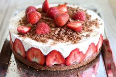 Tort serowo truskawkowy