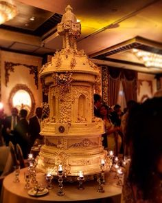 A royal theamed wedding cake structure done for the matrimonial ceremony of Rakitha Rajapakse  & Lakna Adikari at Cinnamon Grand Colombo ❤