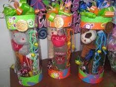 Resultado de imagen para Cajitas en acetato y cartón corrugado Recycled Bottles, Recycle Plastic Bottles, Creative Gift Wrapping, Creative Gifts, Diy Gift Box, Diy Gifts, Valentine Baskets, Class Art Projects, Kids Gift Baskets