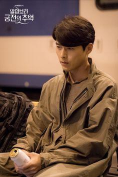 "New photos of Hyun Bin has been revealed for the upcoming drama ""Memories of the Alhambra"" Hyun Bin, Asian Actors, Korean Actors, Korean Dramas, Hot Asian Men, Weightlifting Fairy Kim Bok Joo, Park Shin Hye, J Crew Men, Kdrama Actors"