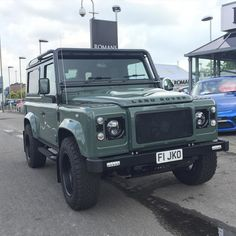 Stunning @twisted_automotive T60 Defender outside @romansinternational today. The Keswick Green on this looks amazing! #LandRoversofLondon #LandRover #LandRoverDefender #Twisted #TwistedDefender #Defender #defender90 #rangerover #discovery #landy #offroad #bespoke #chelseatractor #4x4 #London #England by landroversoflondon Stunning @twisted_automotive T60 Defender outside @romansinternational today. The Keswick Green on this looks amazing! #LandRoversofLondon #LandRover #LandRoverDefender…