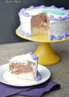 an easy tutorial for how to make your own ice cream cake
