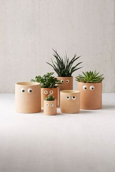 Schau mir in die Augen Blumentöpfe selber machen l Shop Henry Googly Eye Planter at Urban Outfitters today. We carry all the latest styles, colors and brands for you to choose from right here. Indoor Planters, Diy Planters, Planter Boxes, Planter Ideas, Tall Planters, Modern Planters, Concrete Planters, Decoration Plante, Ideias Diy