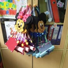 Diploma ve karne Presents For Students, Michey Mouse, First Day School, Classroom Projects, Kindergarten, Preschool, Projects To Try, Arts And Crafts, Crafty