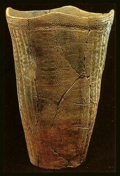 an earthenware pot. Jomon Era, Jomon Period, Ceramic Jars, Ceramic Clay, Japanese Pottery, Japanese Art, Yayoi Period, Cultural Artifact, Farmhouse Pottery