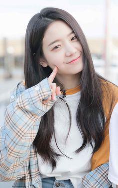 K-Pop Babe Pics – Photos of every single female singer in Korean Pop Music (K-Pop) Cute Young Girl, Cute Girls, Cool Girl, My Girl, Kpop Girl Groups, Korean Girl Groups, Kpop Girls, Ulzzang Girl, Girl Photography