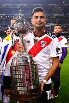 MADRID, SPAIN - DECEMBER 09:  Gonzalo Martinez of River Plate celebrates with the Copa Libertadores trophy after the second leg of the final match of Copa CONMEBOL Libertadores 2018 between Boca Juniors and River Plate at Estadio Santiago Bernabeu on December 9, 2018 in Madrid, Spain. Due to the violent episodes of November 24th at River Plate stadium, CONMEBOL rescheduled the game and moved it out of Americas for the first time in history.  (Photo by Chris Brunskill/Fantasista/Getty Images)