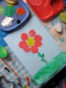 Kids craft: turn potatoes into flowers and caterpillars!